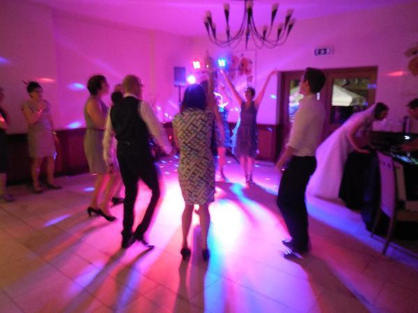 DJ HuGo - Fürth - -DJ HuGo-Ihr/Euer Disco-Party-DJ !Für: Hochzeit, Polterabend, Geburtstag, Fasching, Betriebsfeier und Feste/Feiern aller Art.Musikalisch kann ich folgendes anbieten: aktuelle Hits/Charts, EDM, Dance, Electro, Party-Hits, HipHop, Rock, Pop, Funk, - Fürth