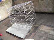 Eine gebrauchte Hundegitterbox