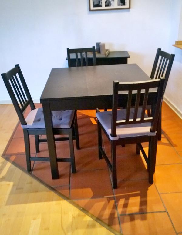 essgruppe ausziehbarer esstisch mit st hlen. Black Bedroom Furniture Sets. Home Design Ideas