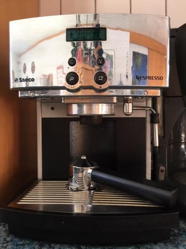 funktionst chtige und sehr edle espressokaffeemaschine von saeco in sehr gutem zustand zu. Black Bedroom Furniture Sets. Home Design Ideas