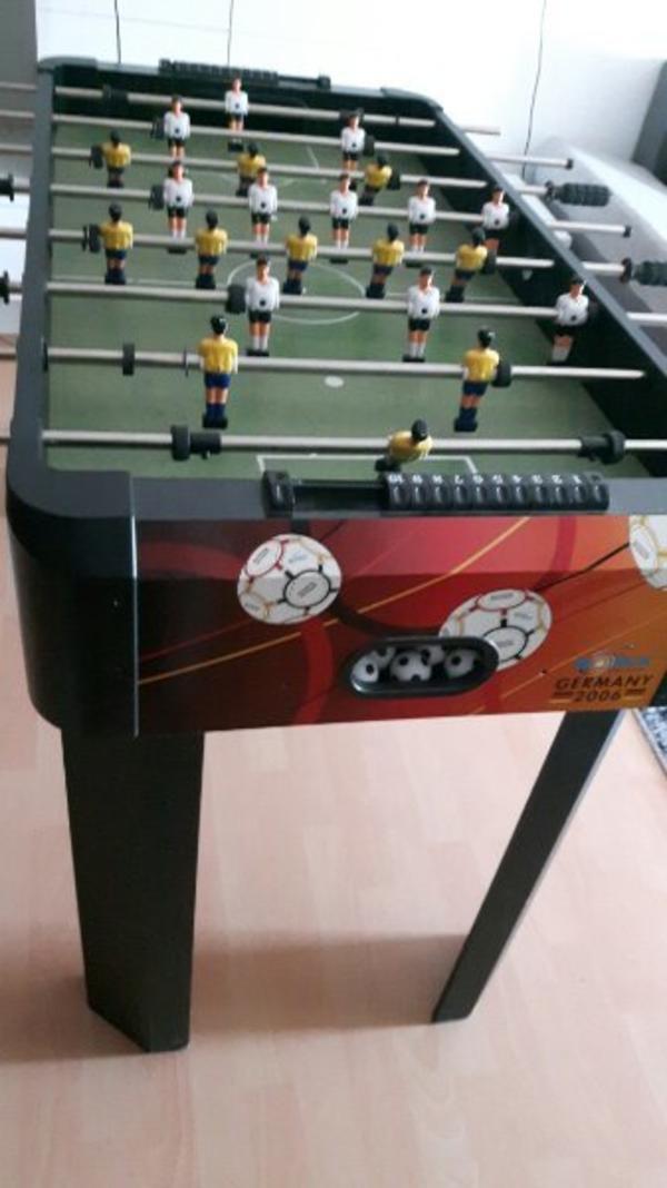 Fußball Kicker- Tischfußball - Speyer - Da kaum benutzt u mehr deko ist-dass er nun Besitzer wechseln...inkl 5-6 Bällen!!! Für Erwachsene u Tennessee VHB 150 - Speyer