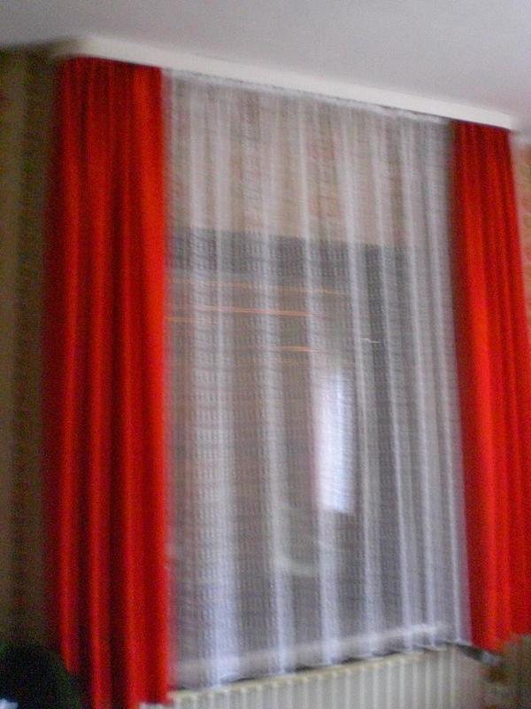 Gardine Weiß Mit Übervorhang Rot