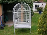 Großzügiges Papageien - Käfig