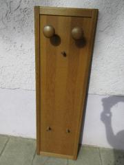 Holzgarderobe