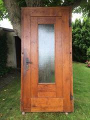 Holzhaustür und Rahmen