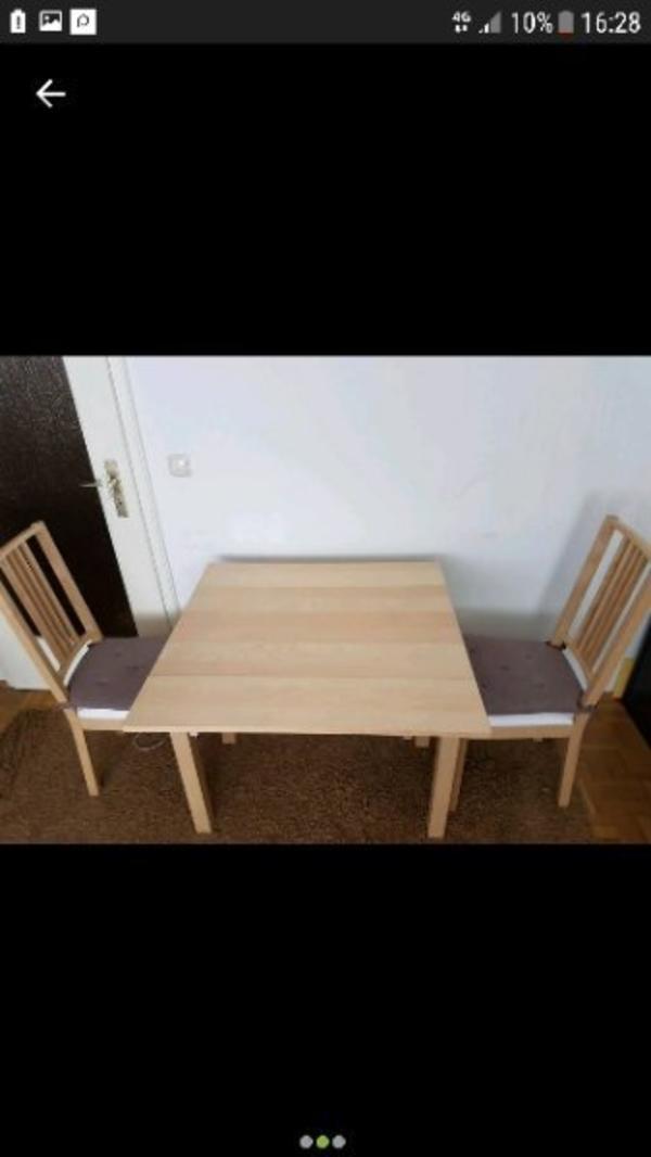 ikea bjursta mit börje stühlen - München Hadern - Hallo bieten hier einen Ikea Bjursta Esstisch mit den Maßen 50/70/90cm x 90cm. Er hat zwei Auszüge zum vergrößern des Tisches. Kaum gebrauchsspuren. Mit 2 Börje Stühlen im guten Zustand, Bezüge müssten gewaschen werden,durch Absc - München Hadern