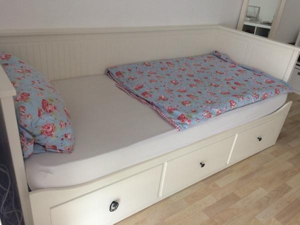 Bett ablagetisch rolltisch malm ikea birke furnier for Schlafzimmer bild a ber bett