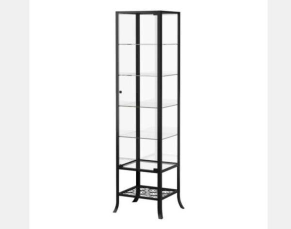 ikea vitrine schwarz klarglas regal ladeneinrichtung. Black Bedroom Furniture Sets. Home Design Ideas