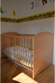 kinder gitter bett holz komfortgr e 70x140 cm matratze herausnehmbare st be in m nchen. Black Bedroom Furniture Sets. Home Design Ideas