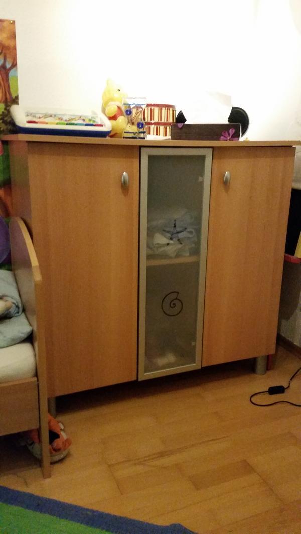 Kinderzimmer- Bett bzw Gitterbett Schrank