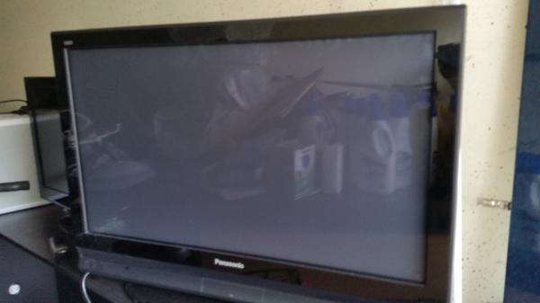 LCD TV Fernseher von Panasonic 37zoll - Mannheim - LCD HD TV, großes Fernseher von Panasonic 37zoll 2 HDMI Anschluss, diogonale 110cm cm mit fernbedienung, ist dabei. vollfungsionsfehig - Mannheim