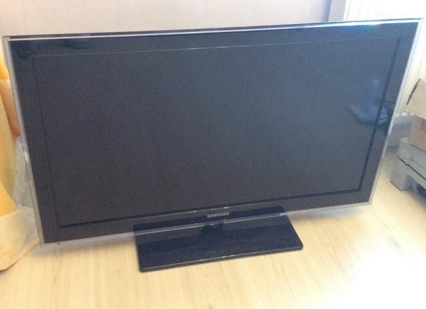 """LCD TV - Wildberg - LCD TV 40"""" Zoll mit FB, Vorwerk Staubsauger mit Zub., CD Player, Farb Drucker mit Ersatzpatronen & Zub., Barbecue Grill, Deckenleuchten, zusammen - Wildberg"""