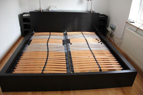 malm bett schwarzbraun 180 x 200 kopfteil 2 regale in m nchen ikea m bel kaufen und. Black Bedroom Furniture Sets. Home Design Ideas