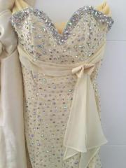 Maßgeschneidertes Abendkleid (gelb)