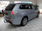 Mitsubishi Outlander 4WD Autom Vollausstattung