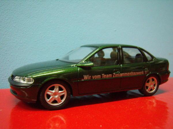 Modellauto Opel Vectra B dunkelgrünmetallic