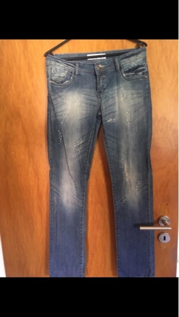 Monica's Jeans - Heppenheim - Größe MBequeme Jeans, kaum getragen.An den Beinen mit Glitzersteinchen verziert.Kann gerne verschickt werden - Heppenheim
