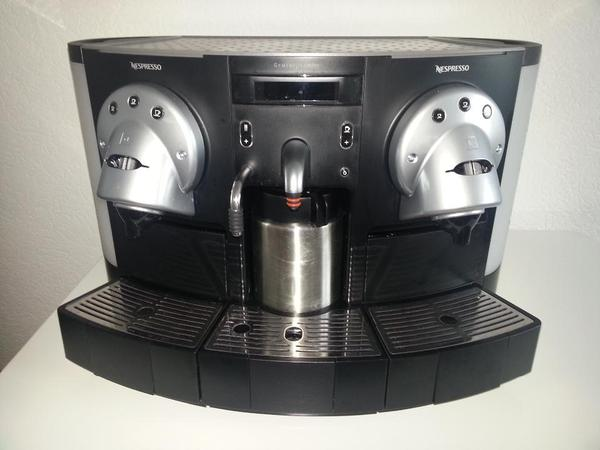 nespresso gemini cs 220 pro espressomaschine kaffeemaschine f r pads in pforzheim kaffee. Black Bedroom Furniture Sets. Home Design Ideas