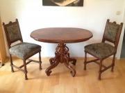 Ovaler Tisch und