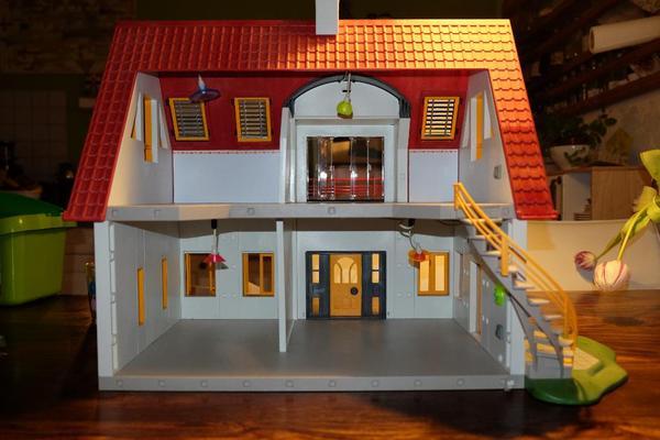 Playmobil wohnhaus 4279 mit elektrik einrichtung in for 4279 playmobil