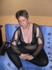Reife Frau bei Skype bietet