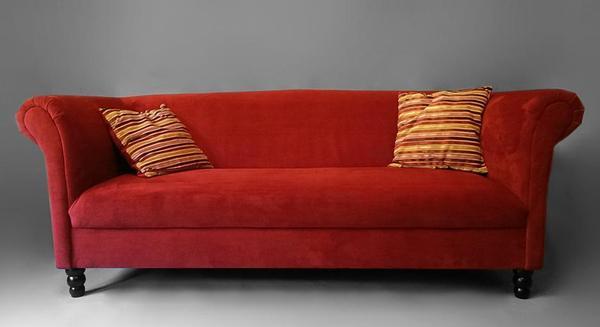rotes sofa mit zwei passenden kissen sucht neuen besitzer in kirchen polster sessel couch. Black Bedroom Furniture Sets. Home Design Ideas