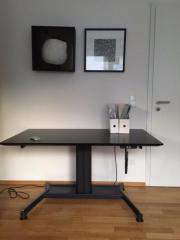Schreibtisch (elektrisch höhenverstellbar)