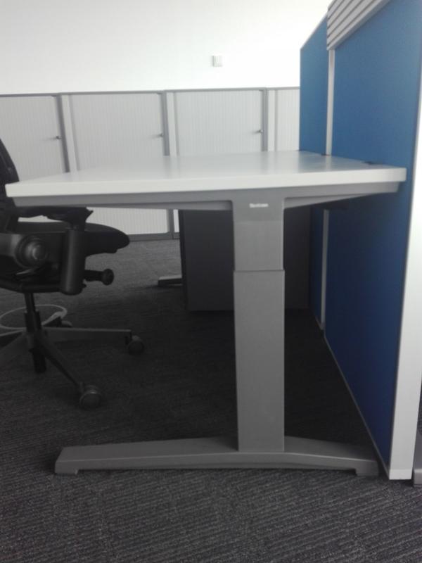 Schreibtisch von Steelcase! Höhenverstellbar ! Kinderschreibtsich in ...