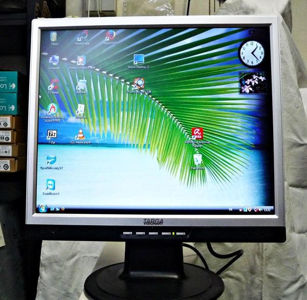 tft lcd monitor gebraucht kaufen 2 st bis 65 g nstiger. Black Bedroom Furniture Sets. Home Design Ideas