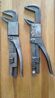 zwei Armaturen Schlüssel